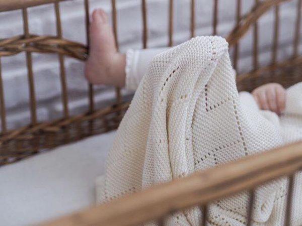 Odejica iz 100% bambusa z vzorcem srčka – umazano bela